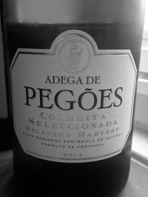 A quality, expertly made blended white from southern Portugal.