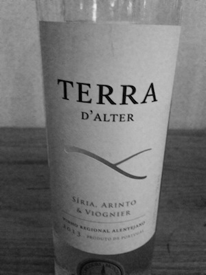 Portugal, the land of a hundred grape variaties  you won't have heard off… in this wines case Siria & arinto (with 10% Viognier)